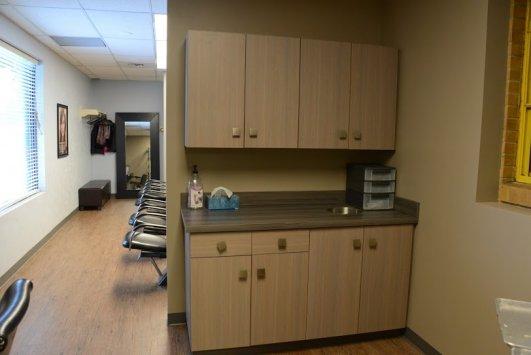 Charmant Salon Reception Cabinetry