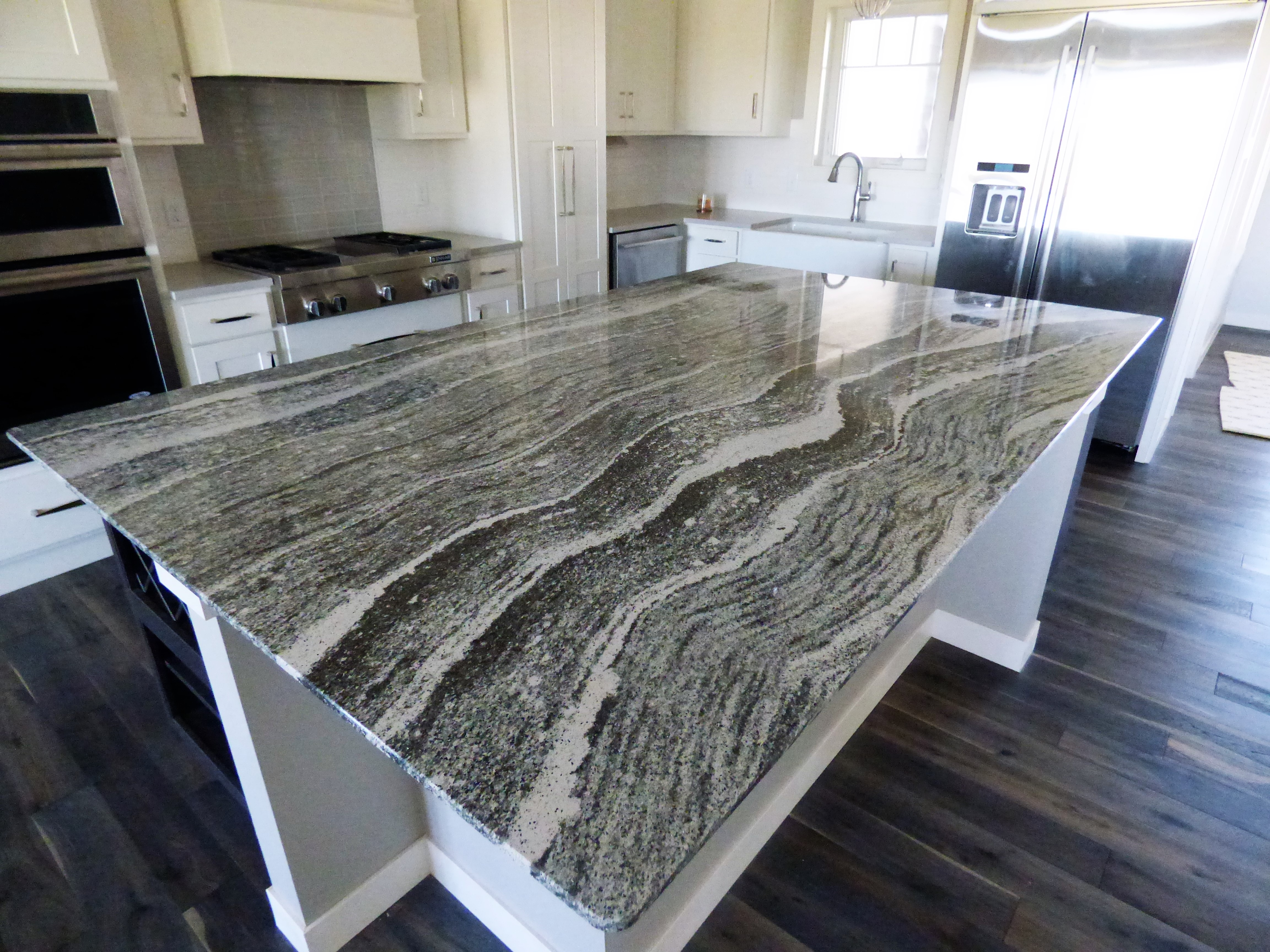 Cambria roxwell quartz countertops stone center sioux falls for Cambria quartz slab size