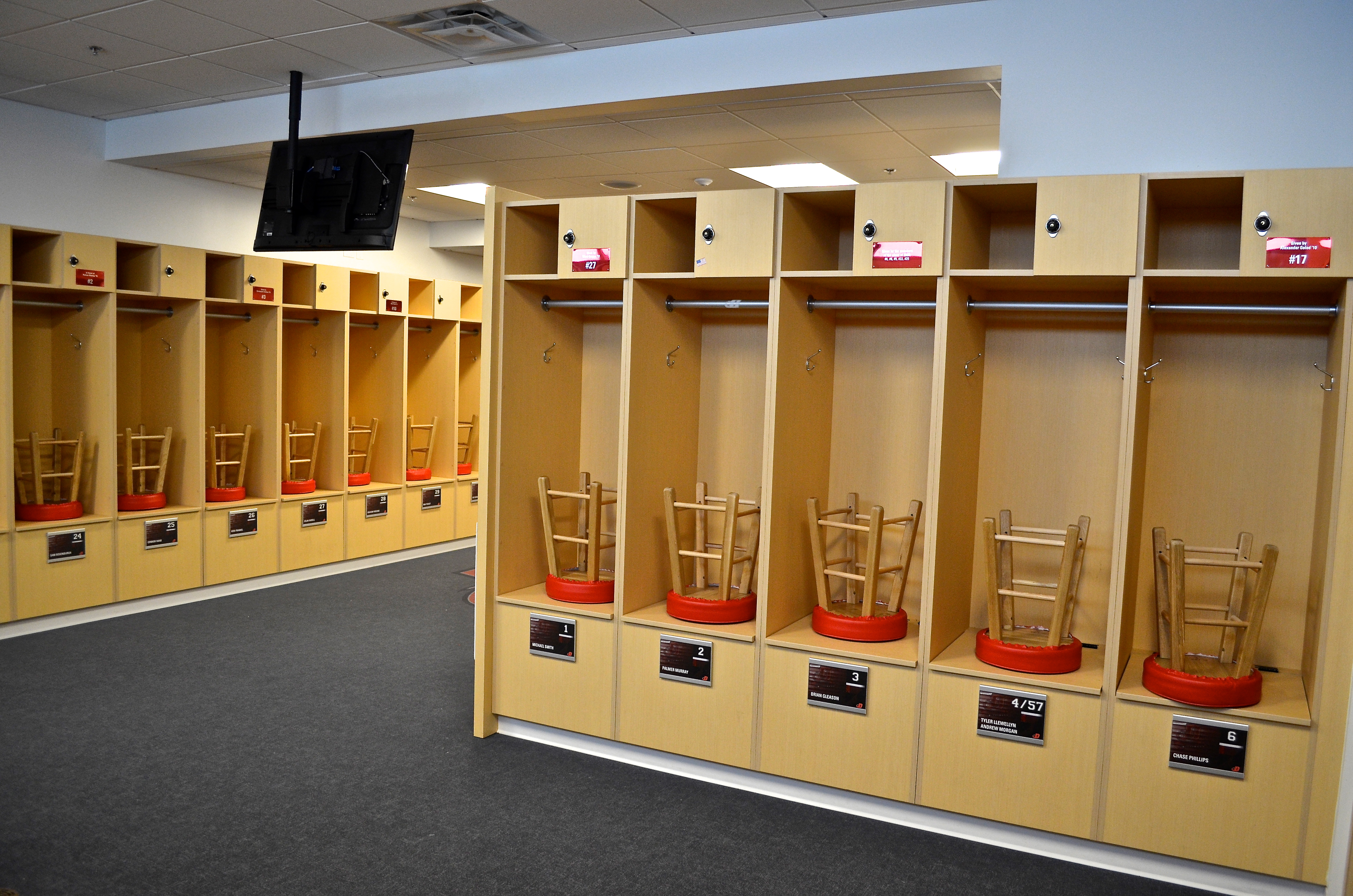 Custom Commercial Lockers - Creative Surfaces, Inc.